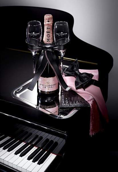 Moet Rose Black Tie Piano Official
