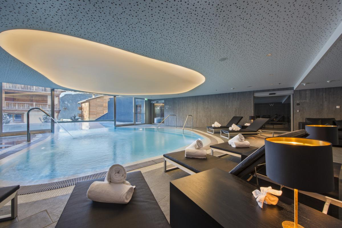 whotel pool
