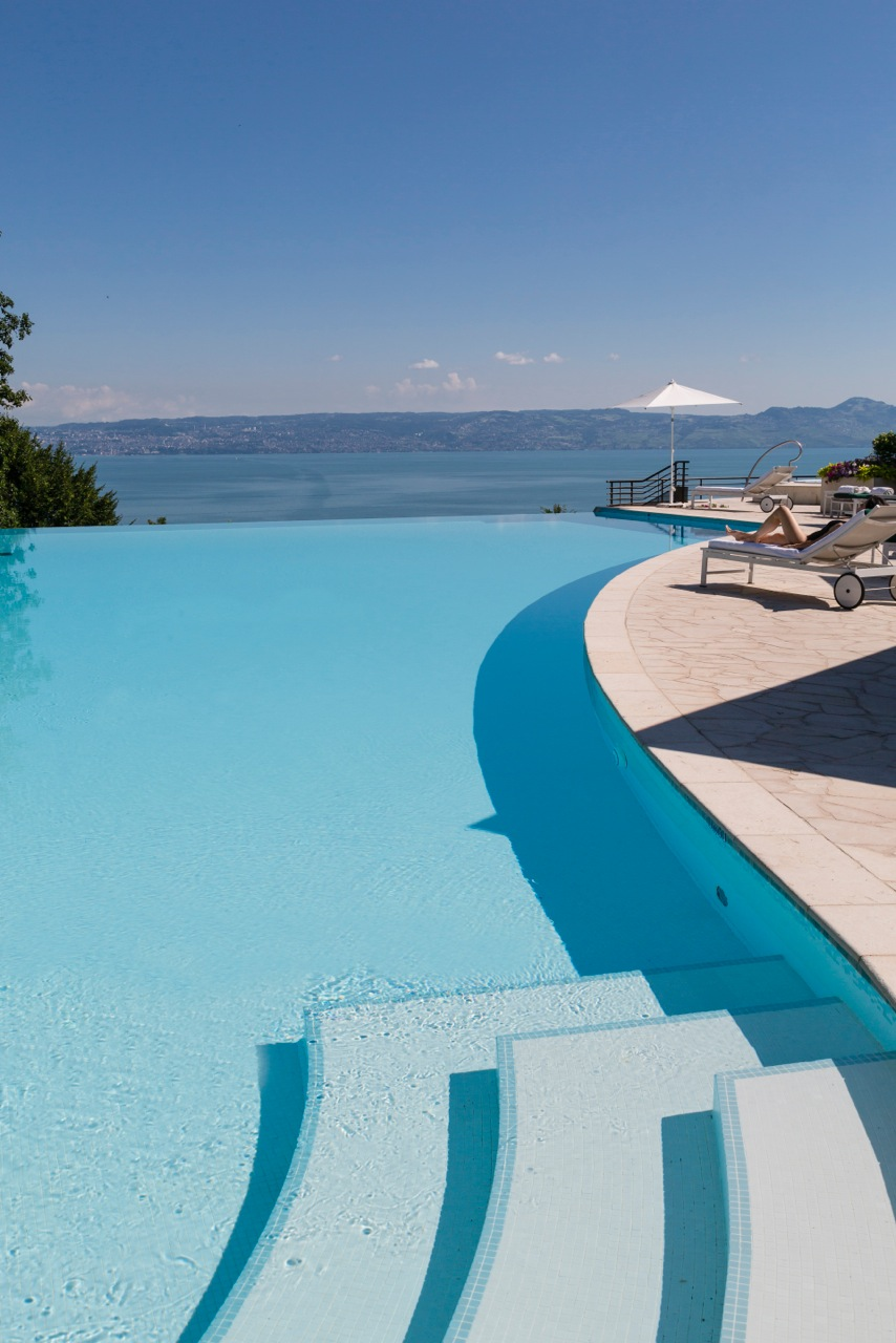 Evian Resort Infinitiy Pool Hotel Royal Lake Geneva