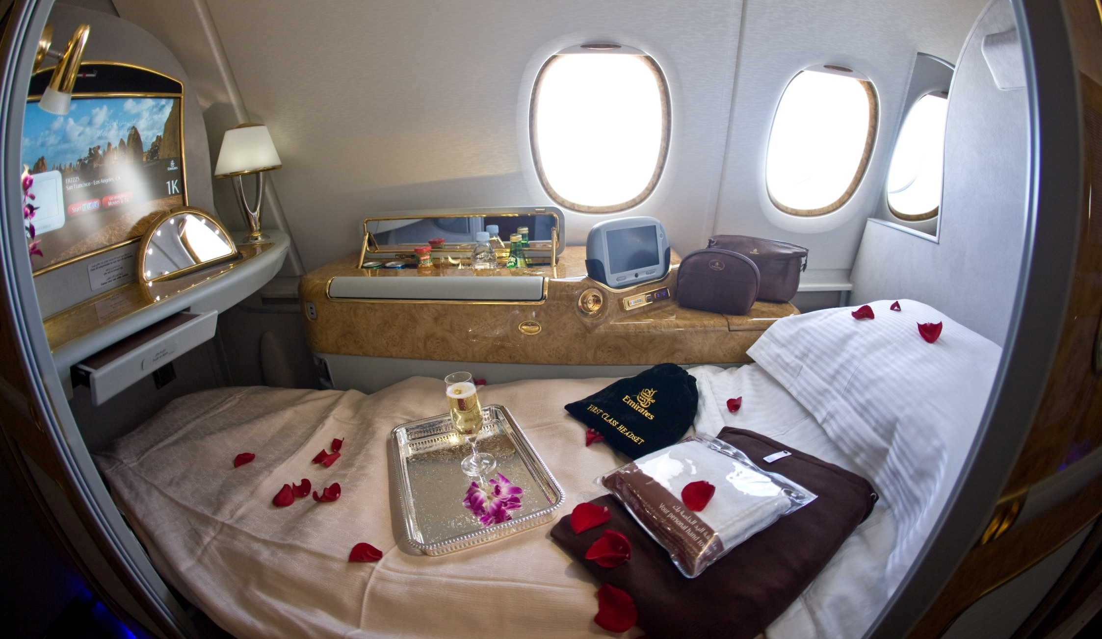 A journey with the new emirates a380 first class suite for First class suite airline