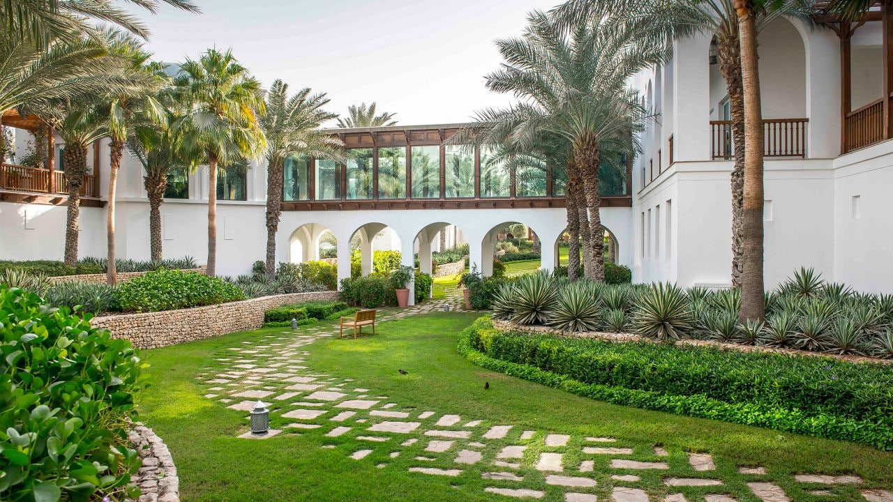 Park-Hyatt-Dubai-P346-Walk-Way.16x9.adapt.1280.720